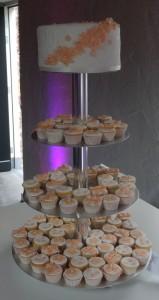 Toptaartje met bijpassende minicupcakes