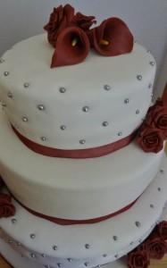 3 laagse taart met rozen en callas