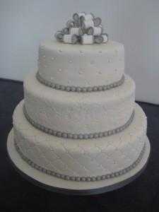 Grijs met witte taart met open strik