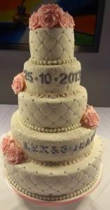 Grote romantische taart met handgemaakte rozen