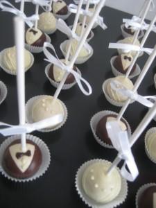 Cakepop bride & groom